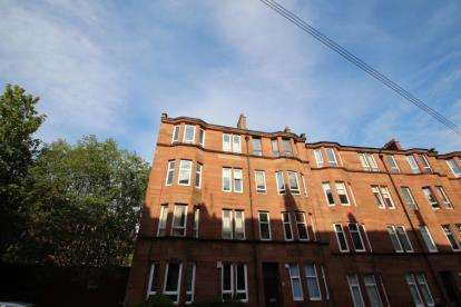 1 Bedroom Flat for sale in Clincart Road, CATHCART, Glasgow