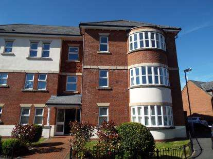 2 Bedrooms Flat for sale in Dorchester Avenue, Walton-Le-Dale, Preston, Lancashire