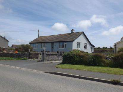 4 Bedrooms Bungalow for sale in Pendeen, Penzance, Cornwall