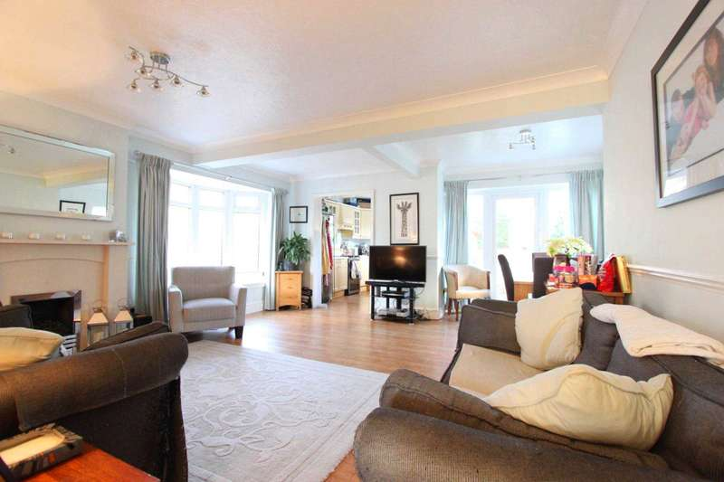 3 Bedrooms Detached Bungalow for sale in St Charles Road, Brentwood