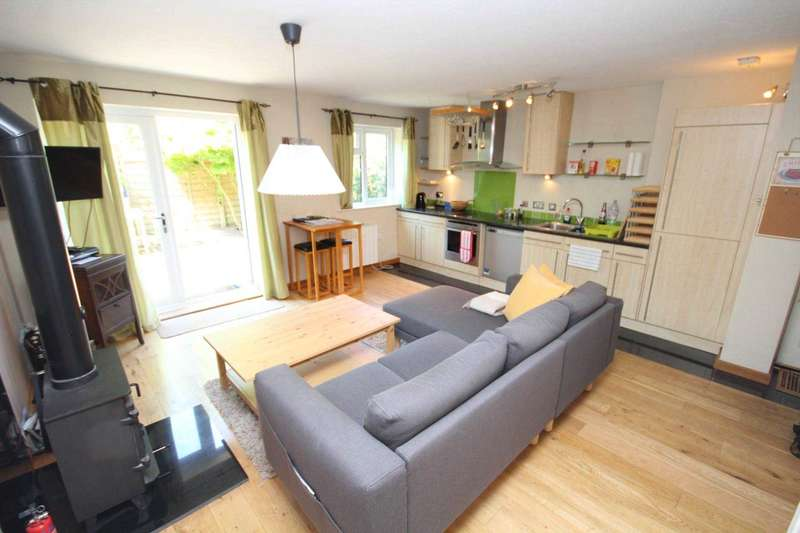 2 Bedrooms Semi Detached House for sale in Warley Hill, Brentwood