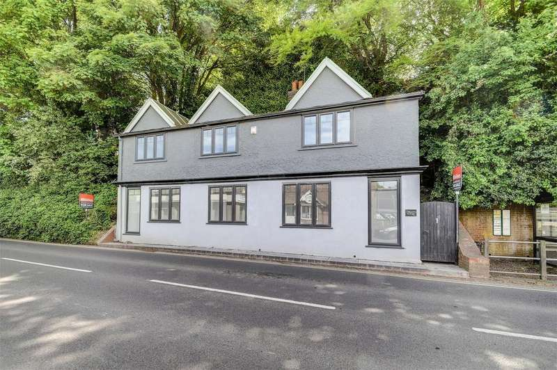1 Bedroom Flat for sale in Crown House, Lower Street, HASLEMERE, Surrey