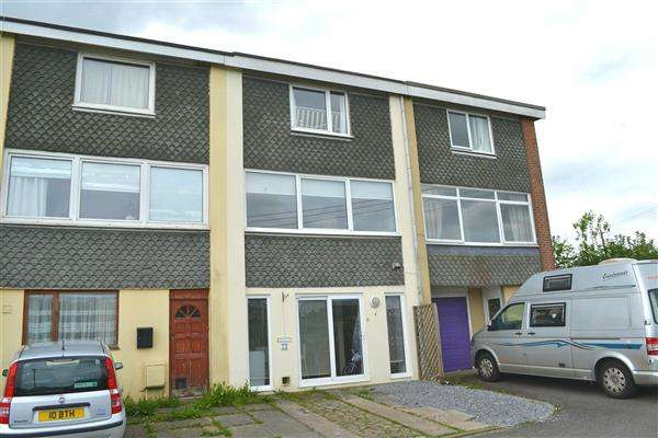 3 Bedrooms Terraced House for sale in Heol Arfryn, Carmarthen