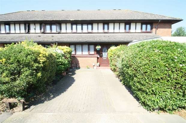 3 Bedrooms Terraced House for sale in Devalls Close, Beckton, London