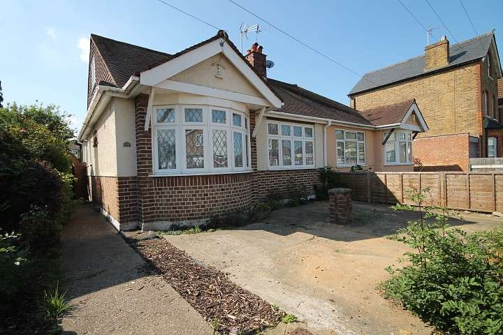 4 Bedrooms Bungalow for sale in Tachbrook Road, Feltham, TW14