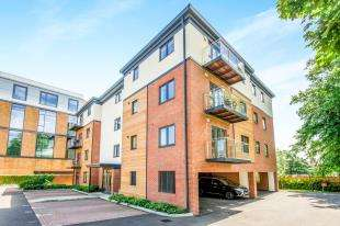 1 Bedroom Flat for sale in Linnell Court, Nash Gardens, Redhill, Surrey