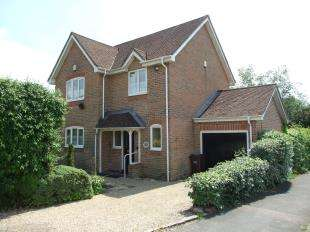 3 Bedrooms Detached House for sale in Mill Rise, Robertsbridge, East Sussex