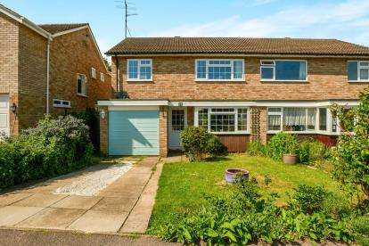 3 Bedrooms Semi Detached House for sale in Webbs Close, Bromham, Bedford, Bedfordshire