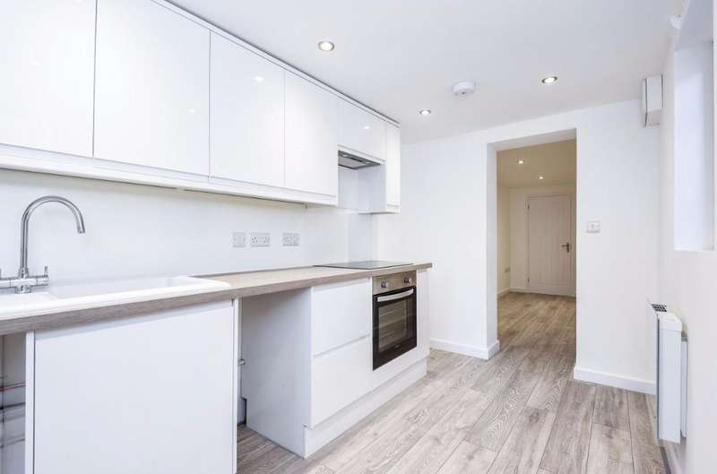 1 Bedroom Flat for sale in Stanford Terrace, Station Approach Hassocks West Sussex BN6