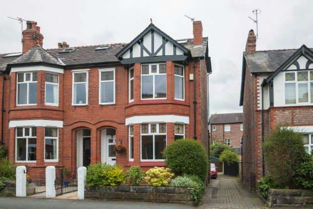 4 Bedrooms End Of Terrace House for sale in Leigh Road, Hale