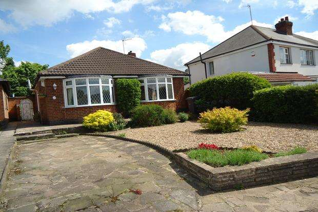 2 Bedrooms Detached Bungalow for sale in Tennis Court Drive, Humberstone, Leicester, LE5