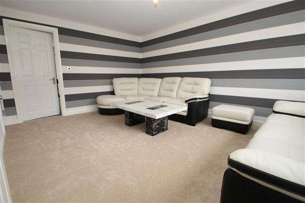 3 Bedrooms Semi Detached House for sale in The Lodge