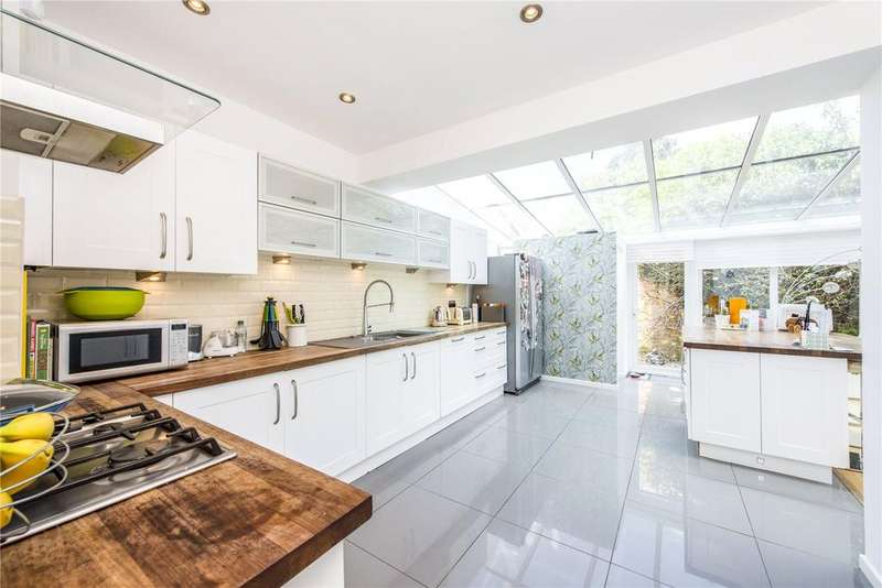 4 Bedrooms Detached House for sale in Azalea Walk, Pinner, Middlesex, HA5