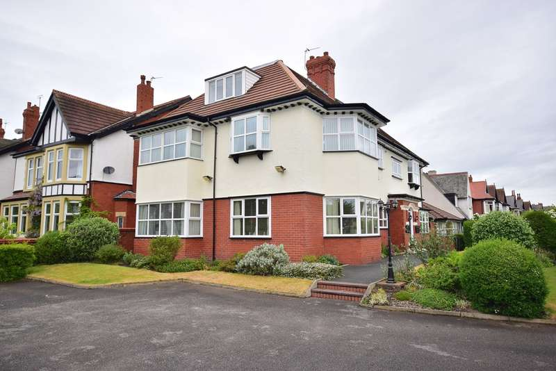 2 Bedrooms Flat for sale in Queens Road, Lytham St Annes, FY8