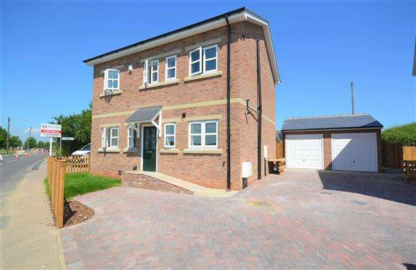3 Bedrooms Detached House for sale in The Grey Hound, Heath Road, Orsett Heath