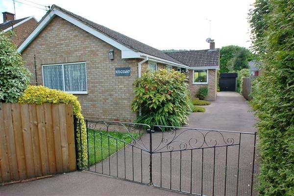 3 Bedrooms Detached Bungalow for sale in HIGH STREET, DRYBROOK