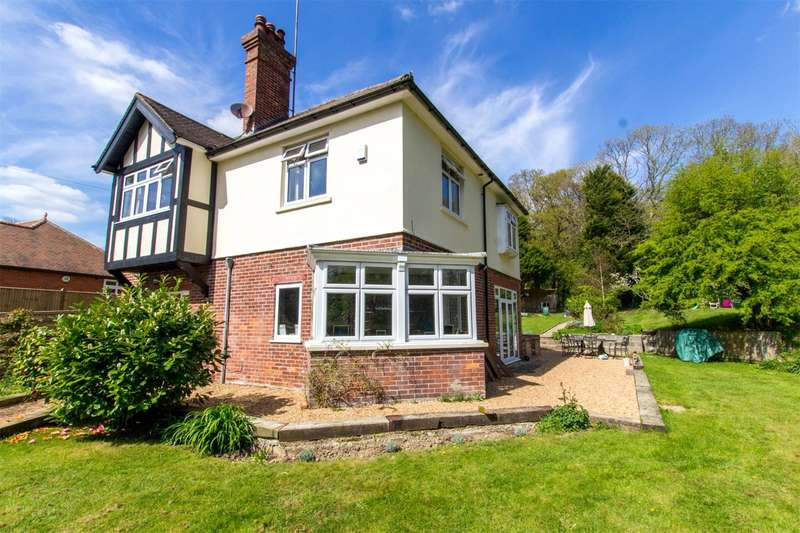 4 Bedrooms Detached House for sale in Forewood Lane, Crowhurst