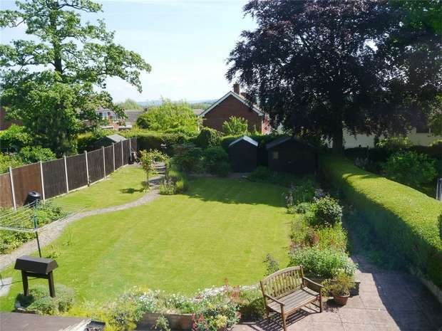 4 Bedrooms Detached House for sale in York Road, Tewkesbury, Gloucestershire