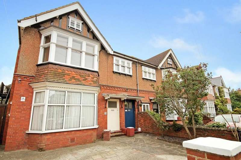3 Bedrooms Flat for sale in Cowper Road, Worthing BN11 4PD