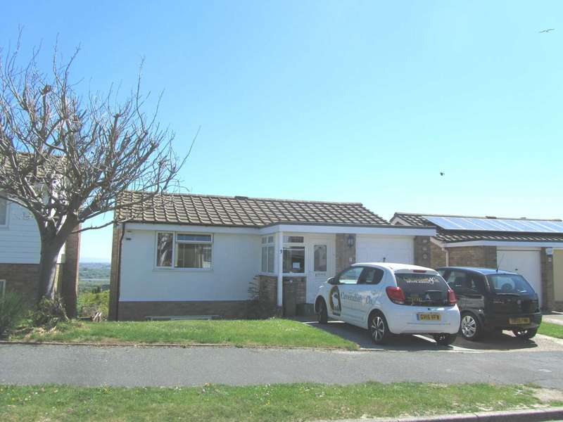 4 Bedrooms Detached House for sale in Beverington Close, Eastbourne