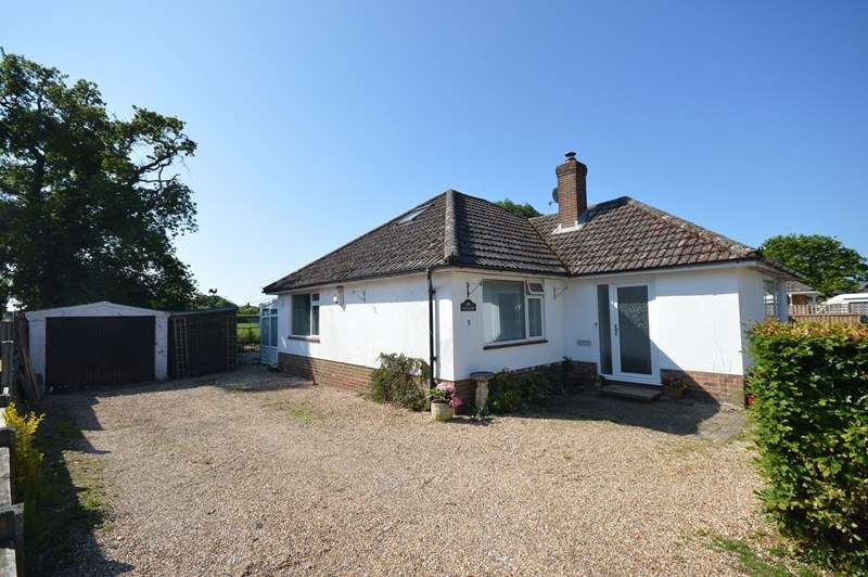2 Bedrooms Detached Bungalow for sale in Mallard Close, Hordle, Lymington