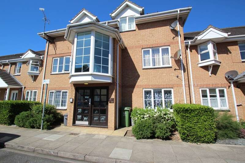 2 Bedrooms Apartment Flat for sale in Cornwall Road, Portsmouth