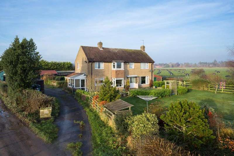 4 Bedrooms Detached House for sale in Malton Road, York