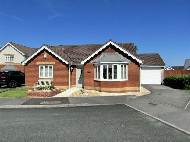 3 Bedrooms Detached Bungalow for sale in 97 Pant Bryn Isaf, Llwynhendy, Llanelli, Carmarthenshire