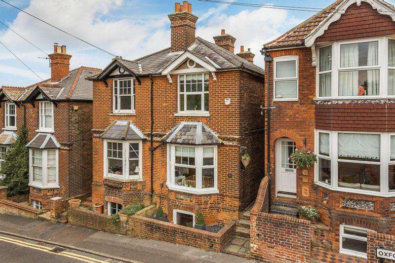 2 Bedrooms Semi Detached House for sale in Guildford Town Centre