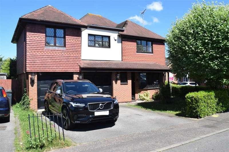 5 Bedrooms Detached House for sale in Ramshaw Drive, Chelmer Village, Chelmsford