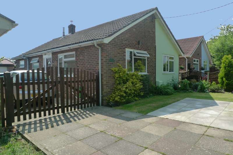 3 Bedrooms Detached Bungalow for sale in Post Office Road, Little Plumstead, Norwich, NR13