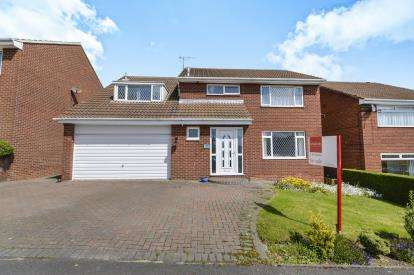 5 Bedrooms Detached House for sale in Shackleton Close, Whitby, North Yorkshire, .