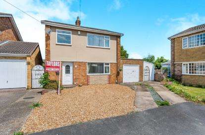 3 Bedrooms Detached House for sale in Grafham Close, Stanground, Peterborough, Cambridgeshire