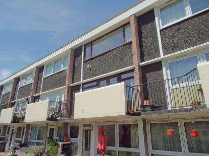 3 Bedrooms Flat for sale in Broadwater Road, Romsey, Hampshire