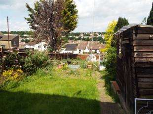 2 Bedrooms Bungalow for sale in Clarence Road, Chatham, Kent
