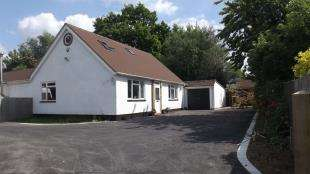 4 Bedrooms Bungalow for sale in Kiln Close, Crawley Down, West Sussex