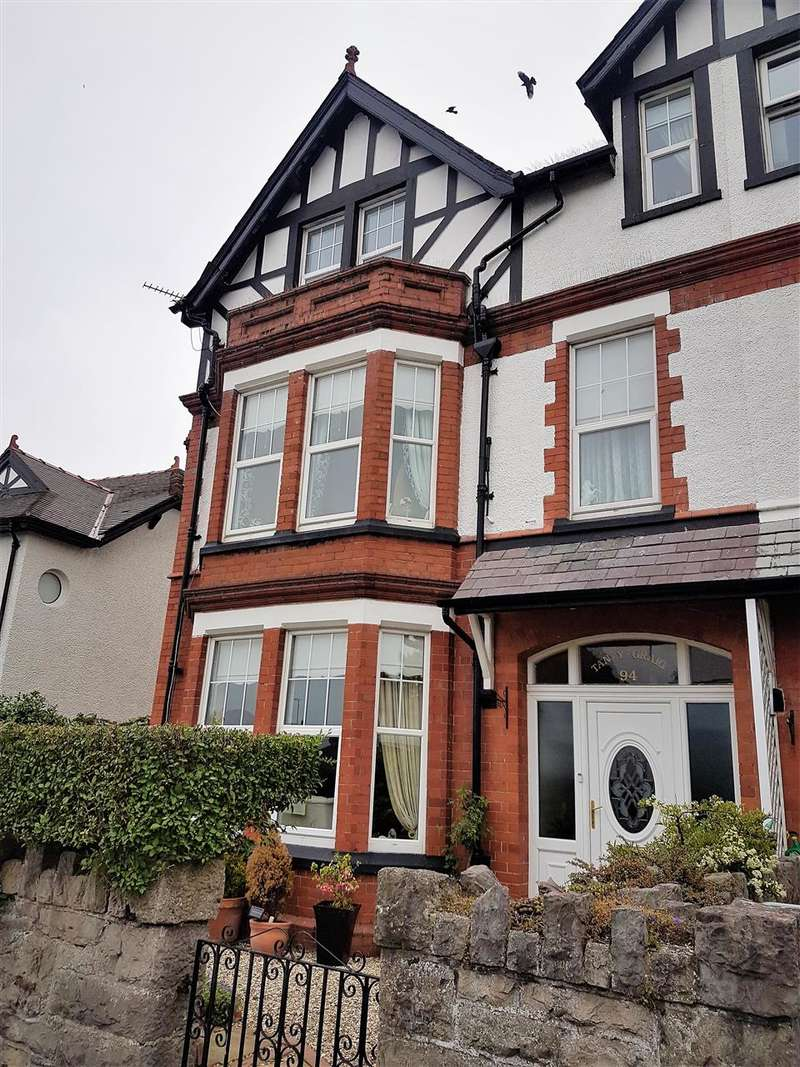 6 Bedrooms Semi Detached House for sale in Conwy Road, Llandudno
