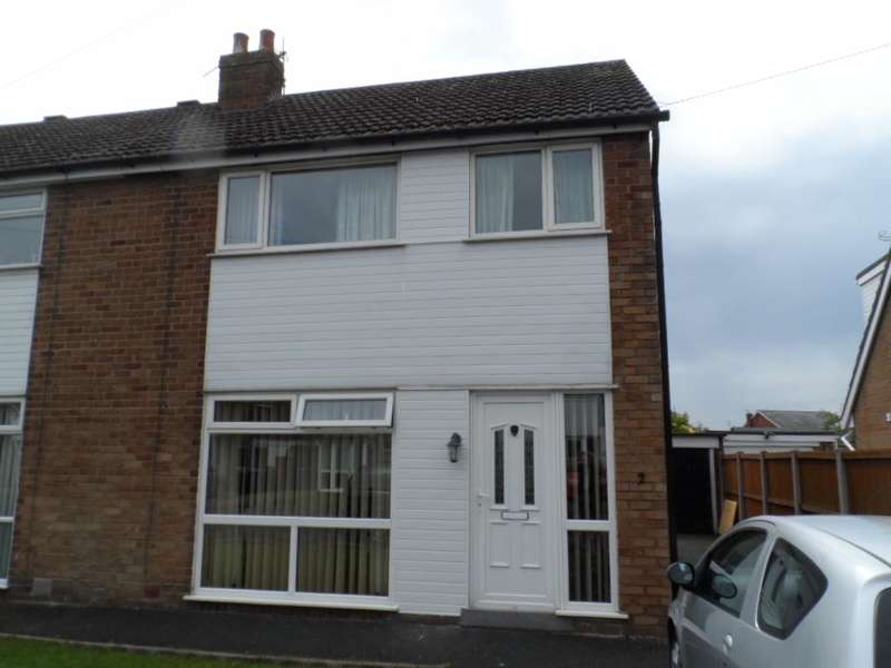 3 Bedrooms Semi Detached House for sale in Summerville Avenue, Staining, FY3 0BP