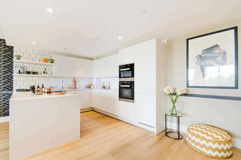 3 Bedrooms Flat for sale in Queen's Wharf, Hammersmith, W6