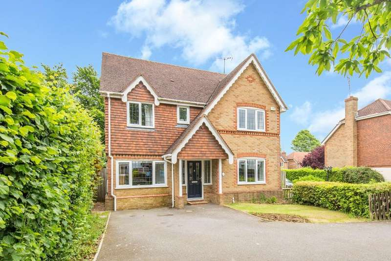 4 Bedrooms Detached House for sale in Cardinal Close, Sanderstead, Surrey, CR2 9AN