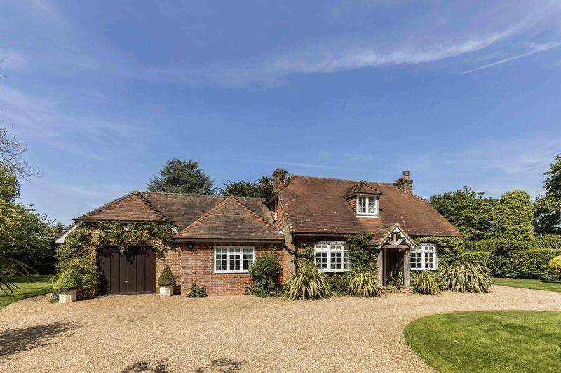 4 Bedrooms Detached House for sale in Summerdene, Long Sutton, Hook