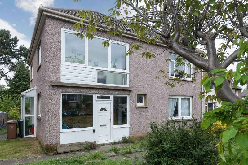 2 Bedrooms Flat for sale in Orchard Brae Gardens, Edinburgh, EH4 2HQ