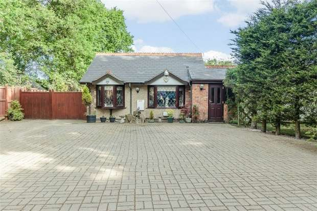 5 Bedrooms Detached Bungalow for sale in Bennetts Avenue, Rettendon Common, Chelmsford, Essex