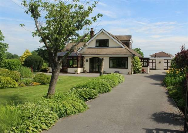 4 Bedrooms Detached Bungalow for sale in Darkinson Lane, Lea Town, Preston, Lancashire