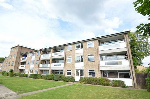 2 Bedrooms Flat for sale in Southgate House, Turners Hill, Cheshunt, Hertfordshire