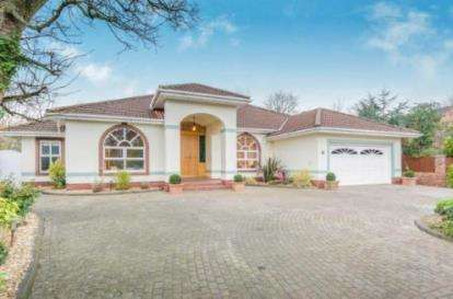 4 Bedrooms Detached House for sale in Holmfield Park, Formby, Liverpool, Merseyside, L37