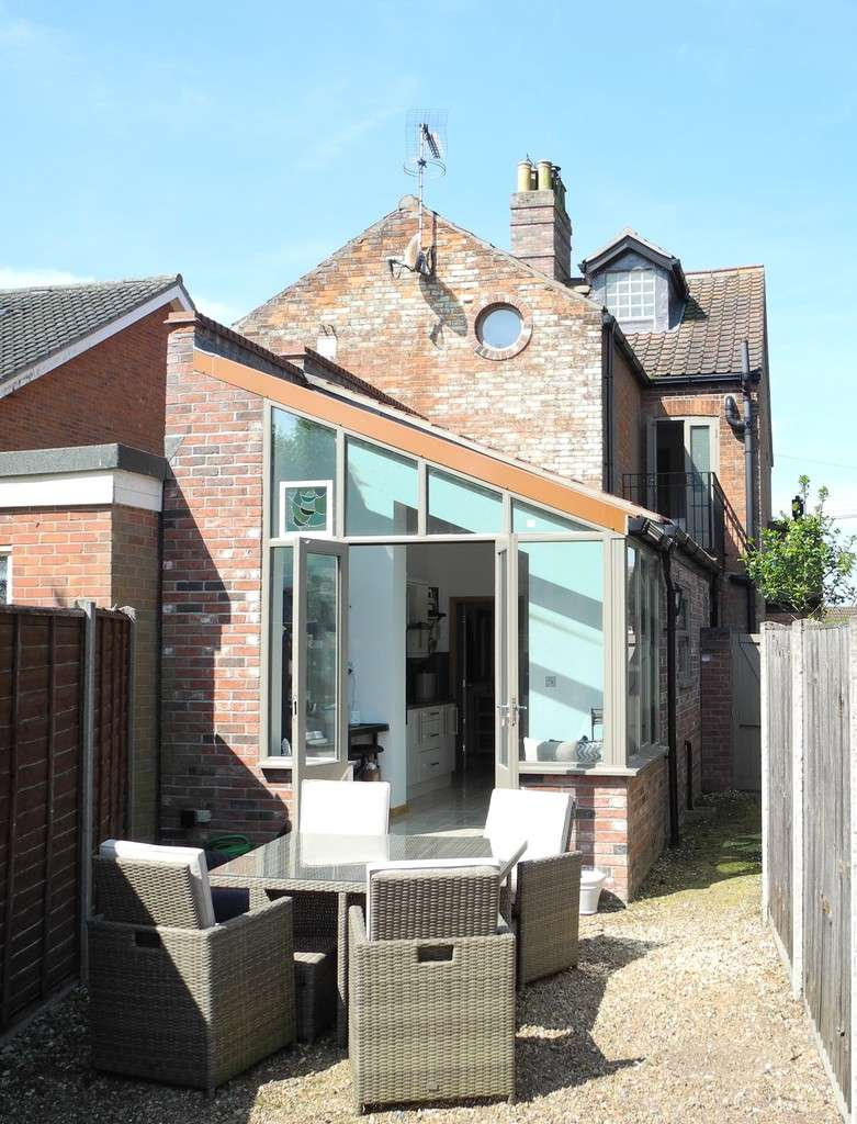 3 Bedrooms Semi Detached House for sale in Priory Road, St Olaves, Norfolk