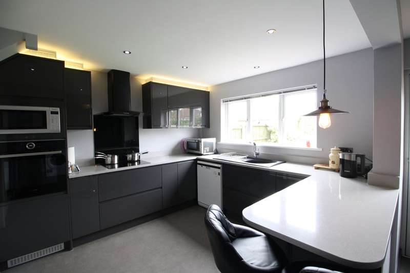 3 Bedrooms End Of Terrace House for sale in Christchurch Road, Tilbury