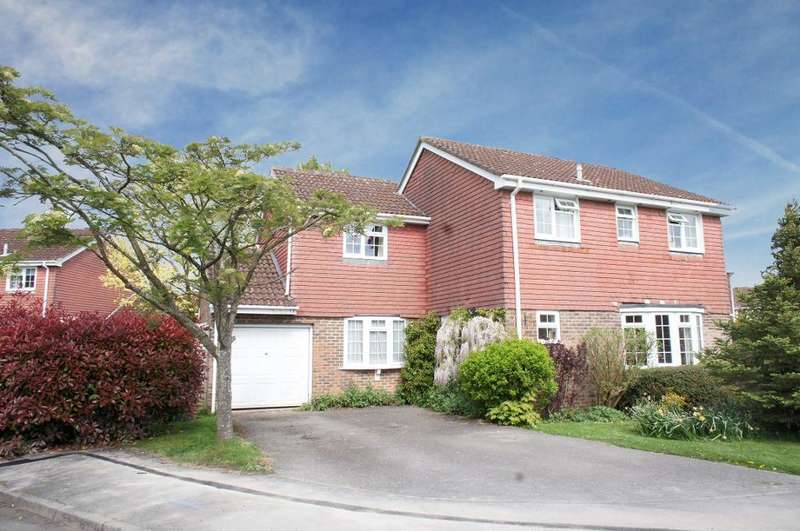 4 Bedrooms Detached House for sale in Caithness Close, Oakley, Basingstoke, Hampshire, RG23 7NG