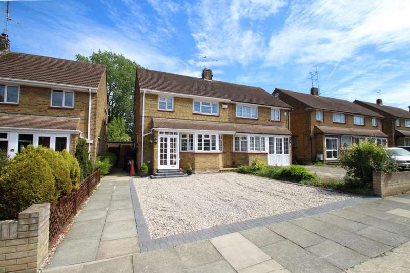 3 Bedrooms Semi Detached House for sale in Richmond Drive,, Westcliff On Sea, SS0
